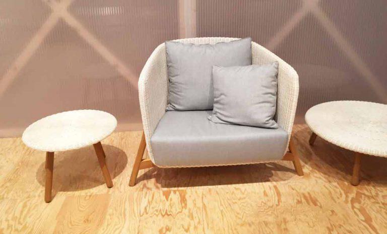 petit fauteuil d'extérieur sur pied en bois