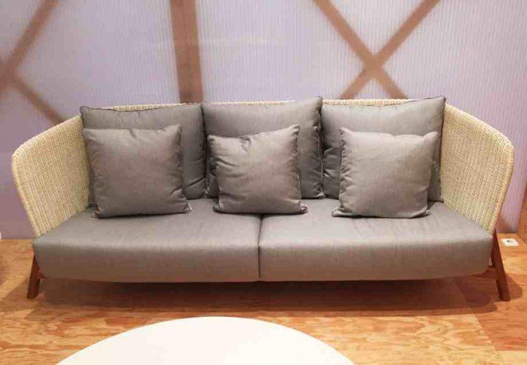 canapé en résine style rotin et bois