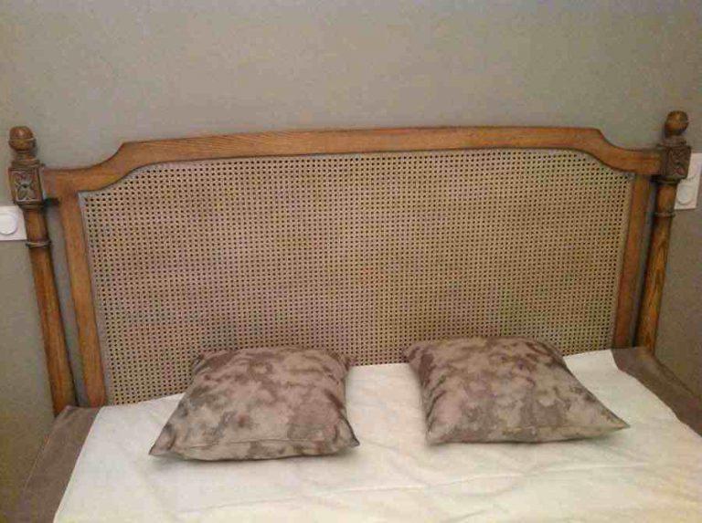 tête de lit bois et cannage